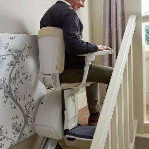 เมื่อถึงจุดจอด เก้าอี้HomeGlide จะหมุนอัตโนมัติ